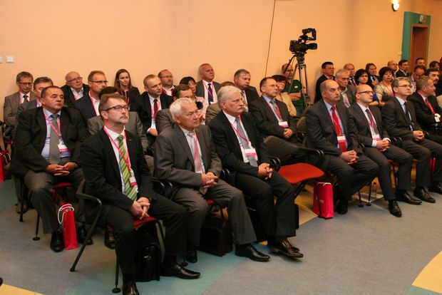 konferencja-zgromadzila-liczne-grono-przedstawicieli-lokalnego-przemyslu-oraz-samorzadowcow